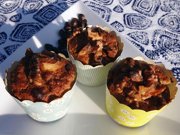 Mørk kernebrød's snack med valnød og chokolade