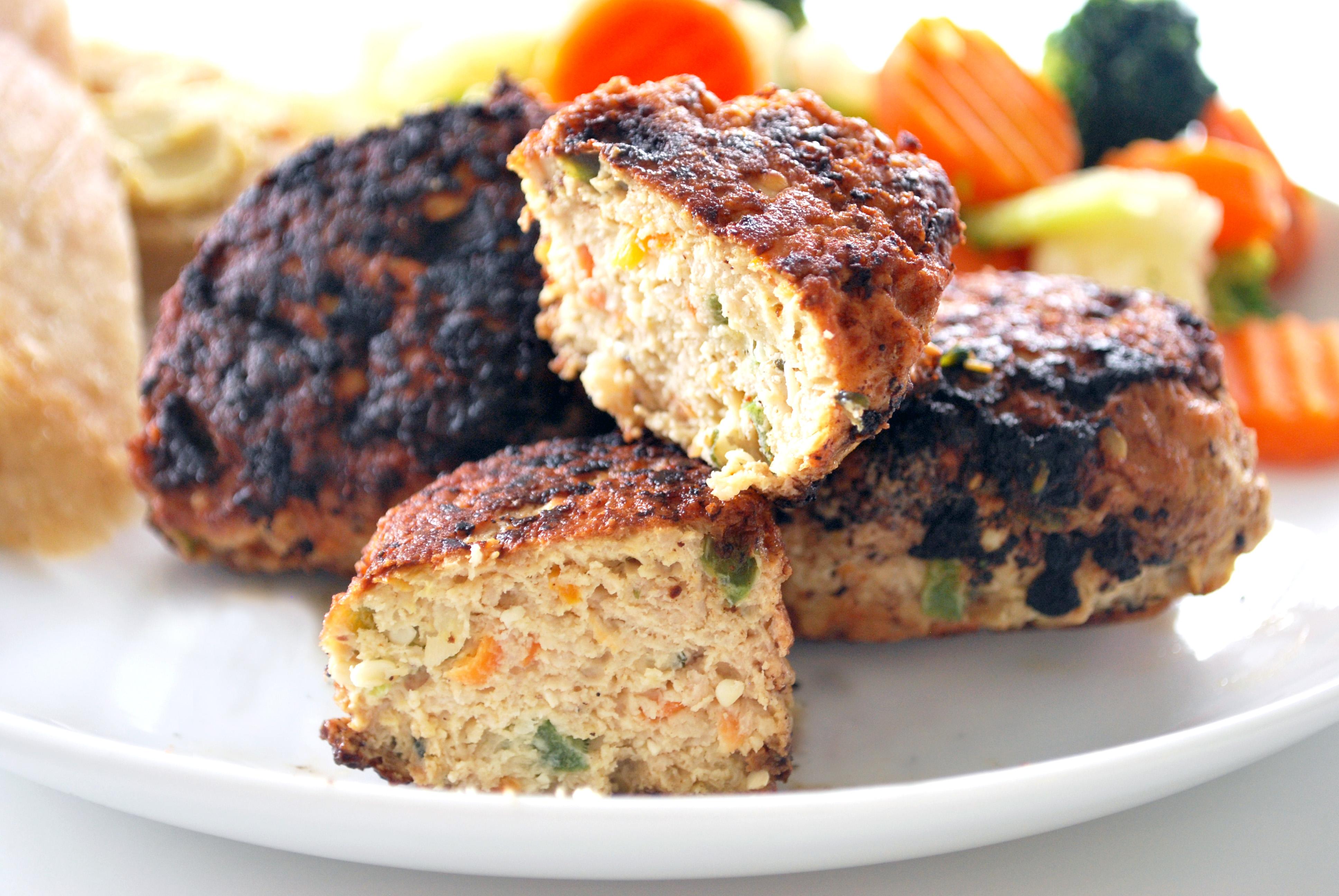 Kylling frikadeller med hampefrø og grøntsager