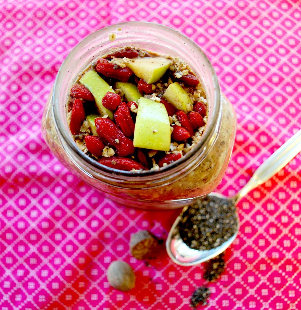 Overnight oats med æble, kanel & gojibær
