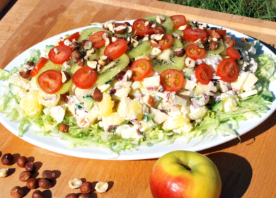 Mælkefri kartoffelsalat med æbler og kiwi