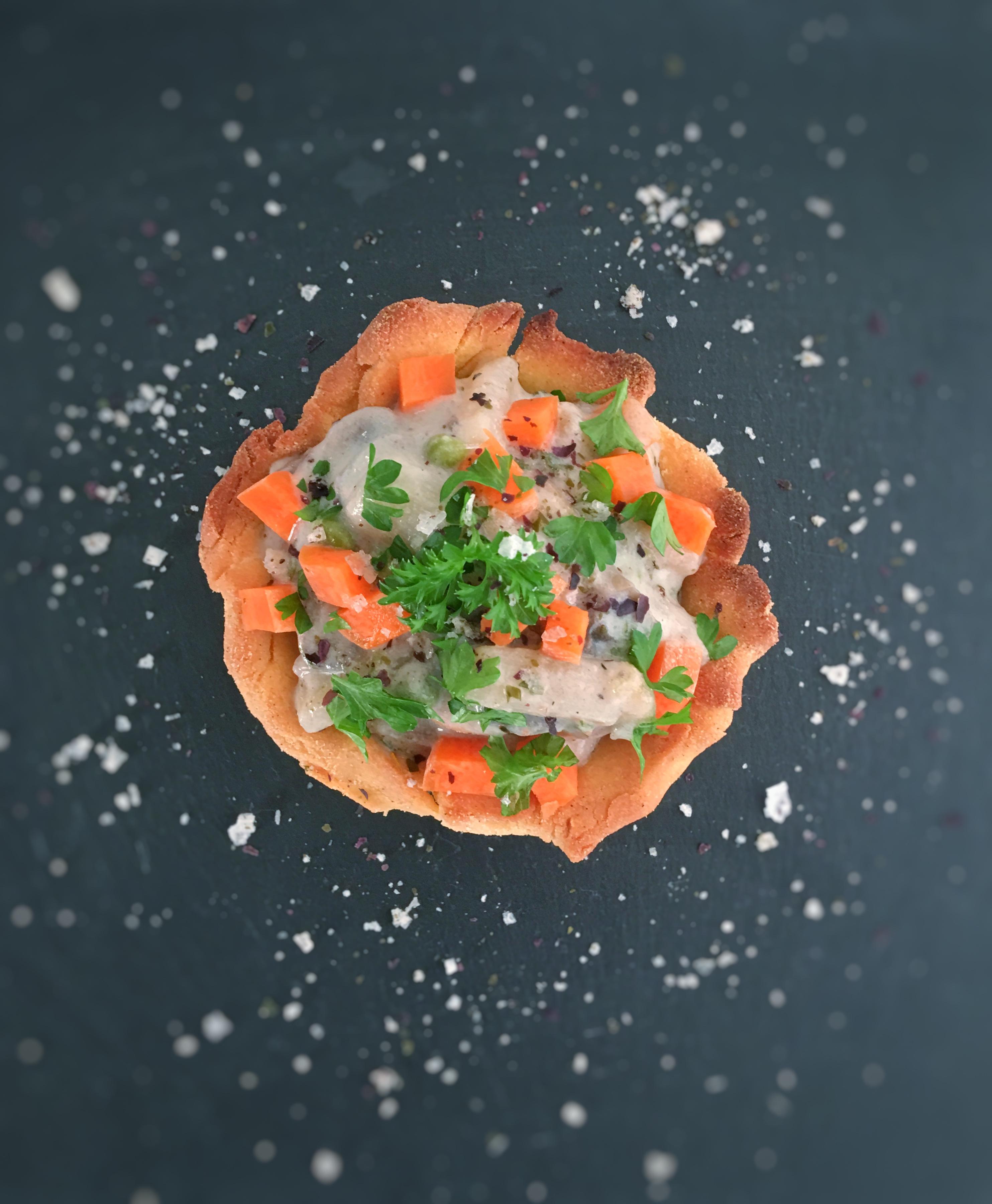 Glutenfri tarteletter med vegansk fyld af asparges og butter beans.