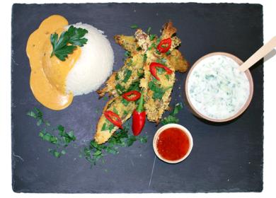 Paneret bananblomst med indisk karrysauce og ris